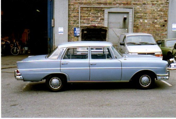 1967 Mercedes-Benz 230 S - Side 1
