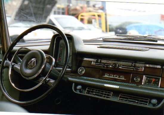 1967 Mercedes-Benz 230 S - Dash