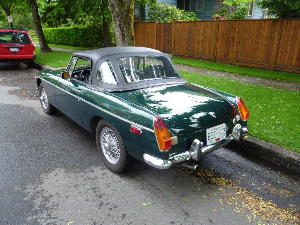 1972 MG MGB Side